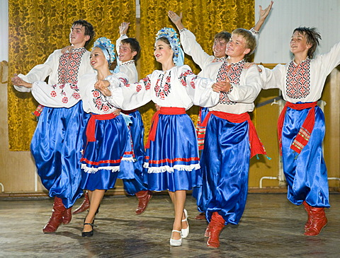 "Performance of the folklore dance troupe ""Bessarabskij Souvenir"" at the Black Sea resort of Sergejewka, also known as Serhijivka, Ukraine, Eastern Europe, Europe"