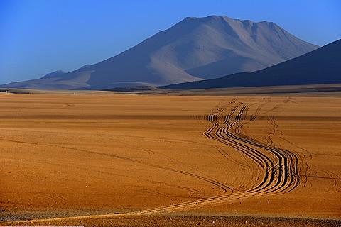 Dirt road with a volcano, Desierto, Uyuni, Bolivia, South America
