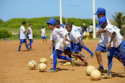 Training, soccer event for children and young people from poor neighborhoods, Festival da Bola, social project of the Deutsche Gesellschaft für Internationale Zusammenarbeit, GIZ, German Federal Enterprise for International Cooperation, Salvador da Bahia