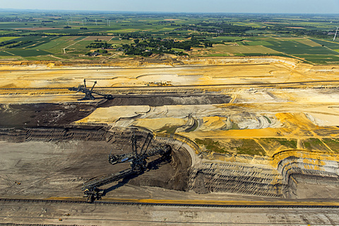 Bucket-wheel excavators, Garzweiler lignite mining, near Jüchen, Erkelenz, North Rhine-Westphalia, Germany, Europe - 832-378382