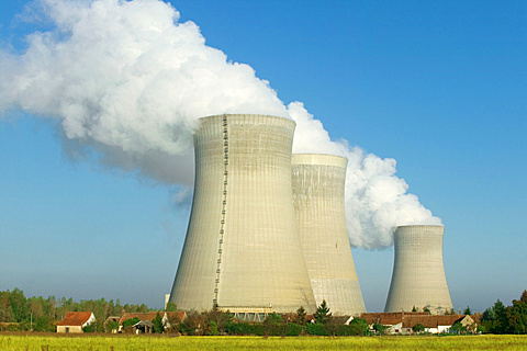 Dampierre nuclear power plant, Dampierre-en-Burly, Loiret, France, Europe