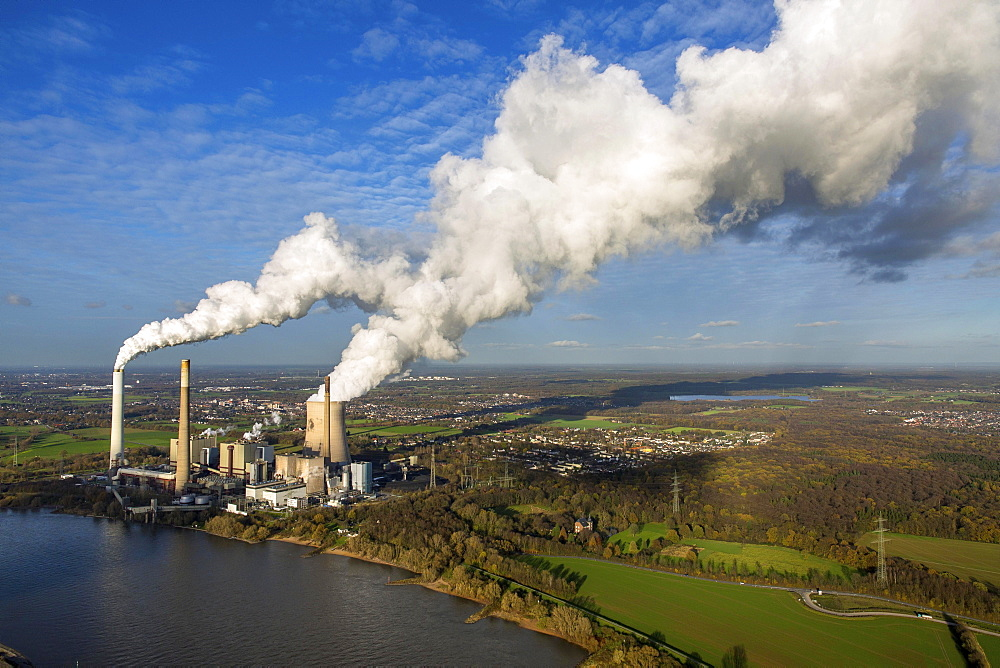 Kraftwerk Voerde coal power plant on the Rhine, emissions, smoke, smokestacks, cooling tower, Voerde, Ruhr district, North Rhine-Westphalia, Germany, Europe