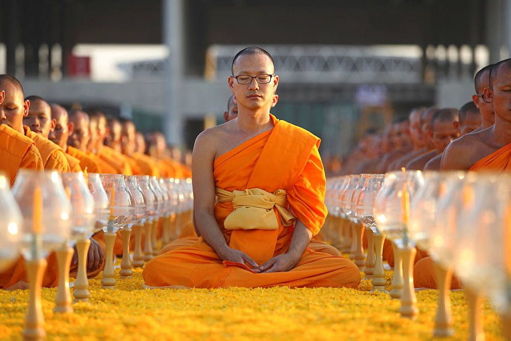 Monks sitting in a row meditating, Wat Phra Dhammakaya Temple, Khlong Luang District, Pathum Thani, Bangkok, Thailand, Asia - 832-378694