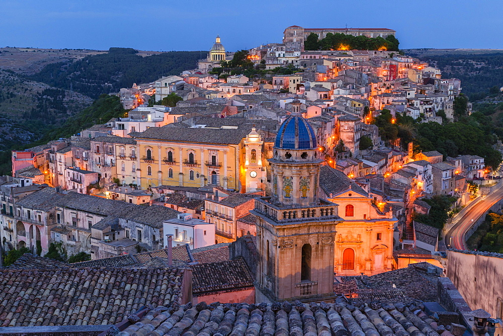 Evening, View of church tower of the church of Santa Maria dell Itria, Ragusa Ibla, Ragusa, UNESCO World Heritage Site, Val di Noto, Provinca di Ragusa, Sicily, Italy, Europe