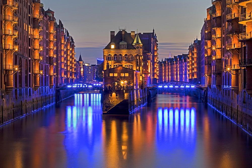 "Illuminated """"Wasserschloss"""" between Hollandischerbrookfleet and Wandrahmsfleet in the Speicherstadt, evening twilight, Hamburg, Germany, Europe"