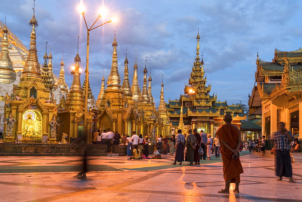 Evening mood, illuminated Shwedagon Pagoda, Rangoon, Myanmar, Asia