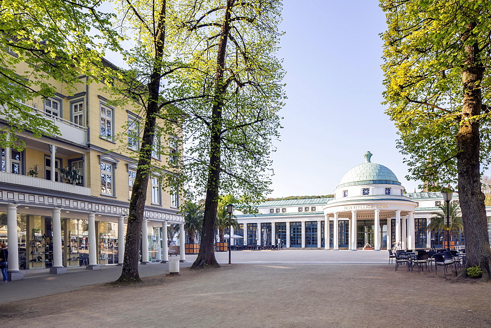 Hall and fountain temple in the spa district, Bad Pyrmont, Lower Saxony, Germany, Europe