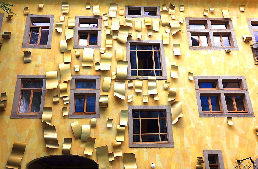 Yellow house facade with aluminium sheets, art project for the element light, courtyard of the elements, Kunsthofpassage, artists Annette Paul, Christoph Rossner and Andre Tempel, Antonstadt, Dresden, Saxony, Germany, Europe