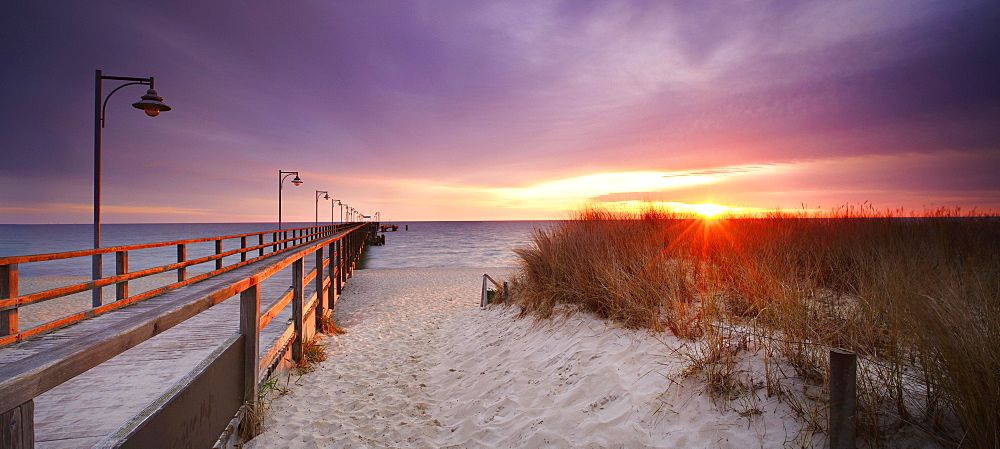 Pier on the beach at sunrise, morning light, Seebad Gohren, Rugen, Mecklenburg-Western Pomerania, Germany, Europe