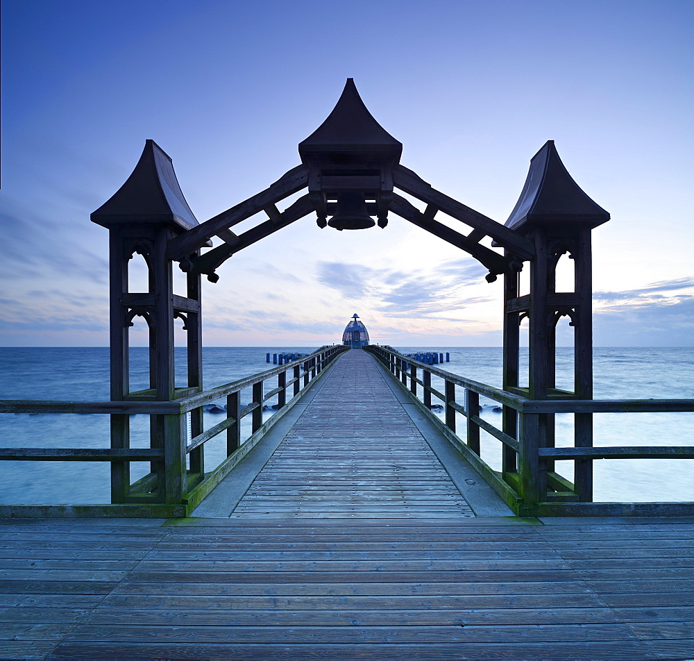 Pier, archway, behind the diving bell at dawn, Seebad Sellin, Rugen, Mecklenburg-Western Pomerania, Germany, Europe