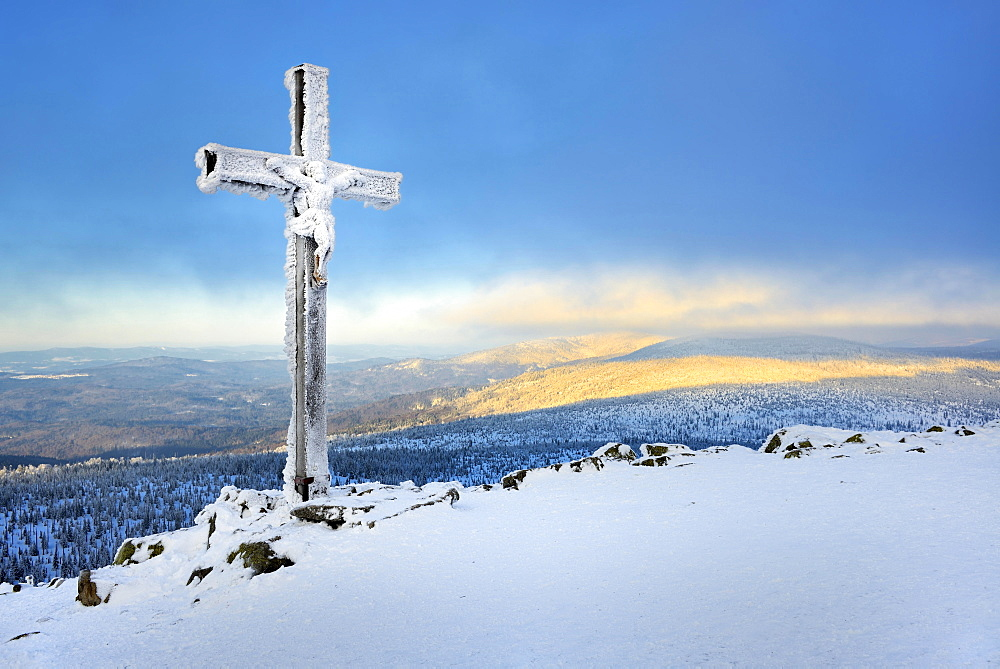 Morning atmosphere on the Lusen mountain in winter, icy summit cross, Bavarian Forest National Park, Bavaria, Germany, Europe