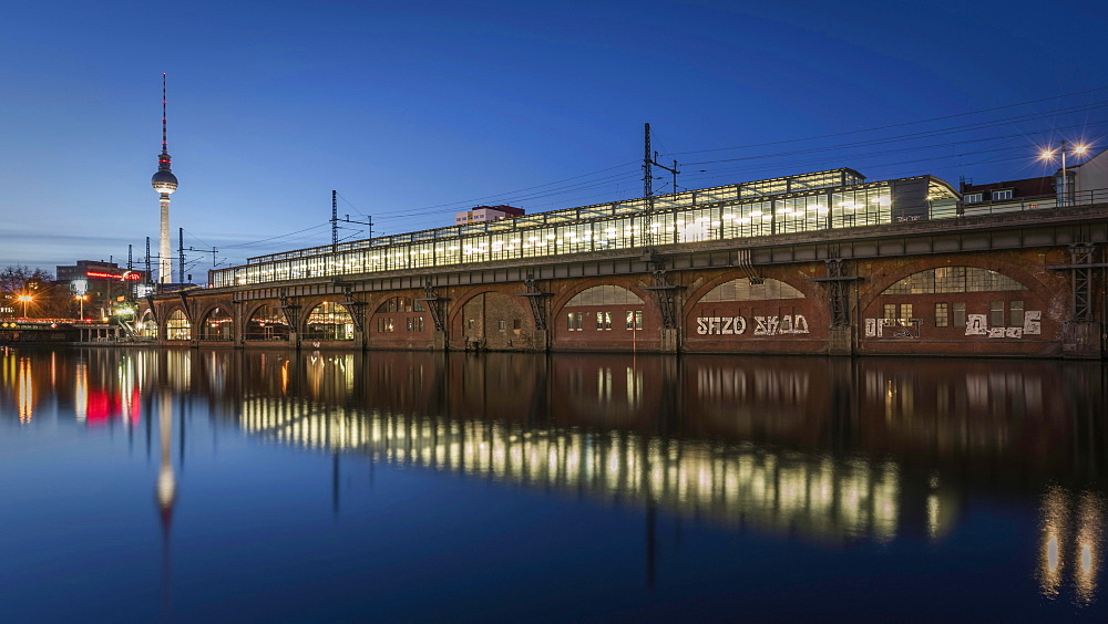 S-Bahn station Jannowitzbrücke on the Spree, twilight, Berlin Mitte, Berlin, Germany, Europe