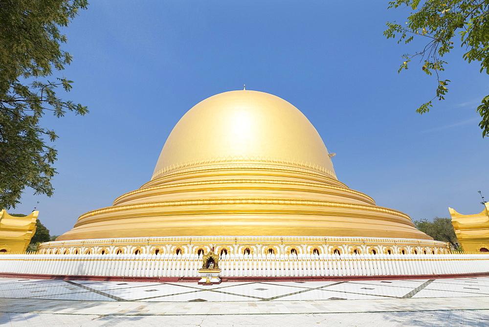 Kaunghmudaw pagoda, Sagaing, Myanmar, Asia