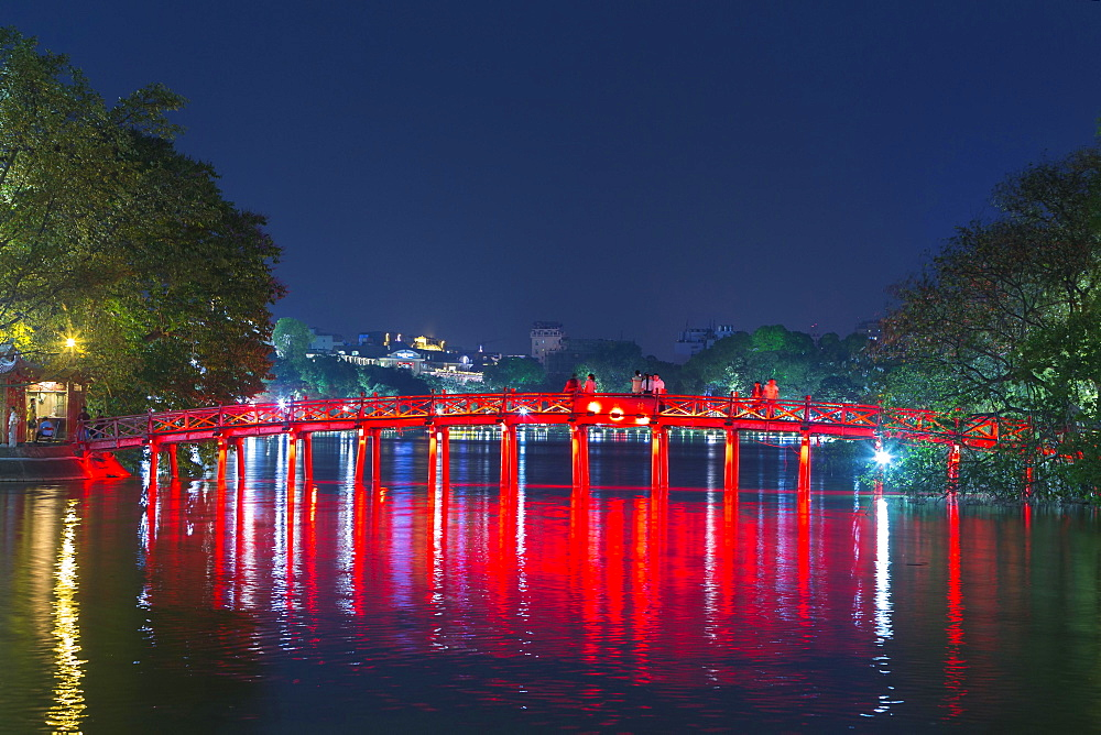 The Huc Bridge to Ngoc Son Temple, Hoan Kiem Lake, Hanoi, Vietnam, Asia