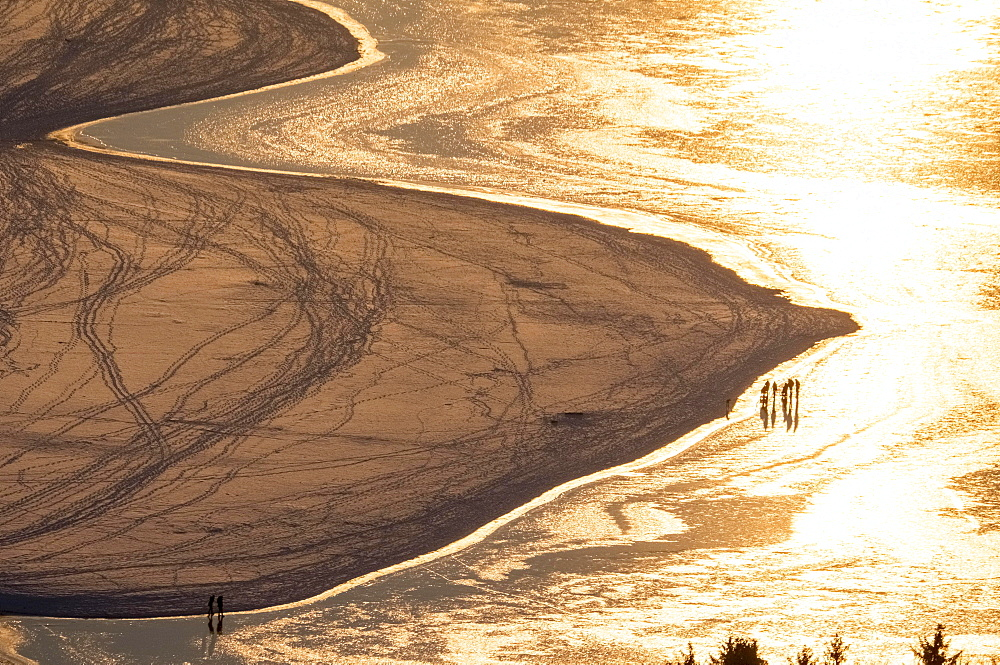 Golden evening mood, sandbar with ice on the southern shore, winter weather, low water at Möhnesee, Sauerland
