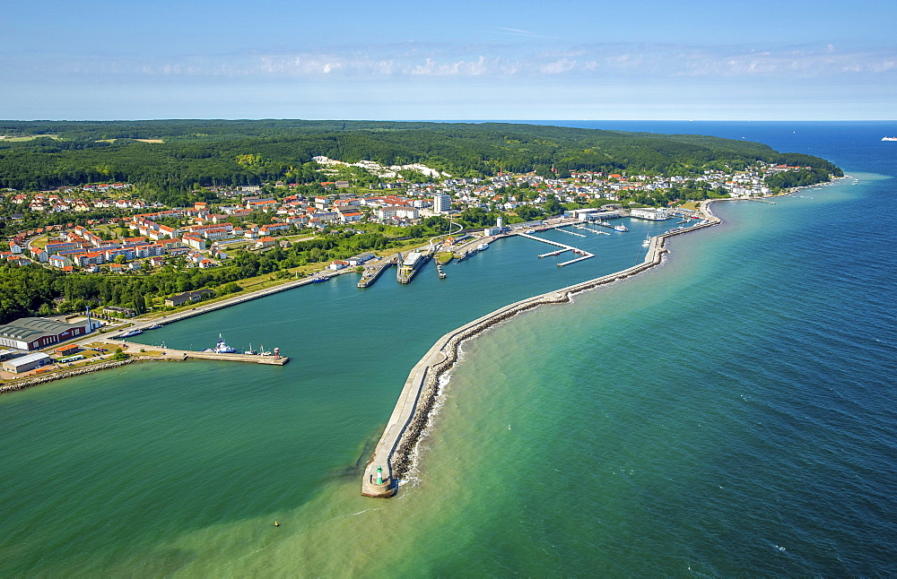 Harbour with piers, Sassnitz, Rügen Island, Baltic coast, Mecklenburg-Western Pomerania, Germany, Europe