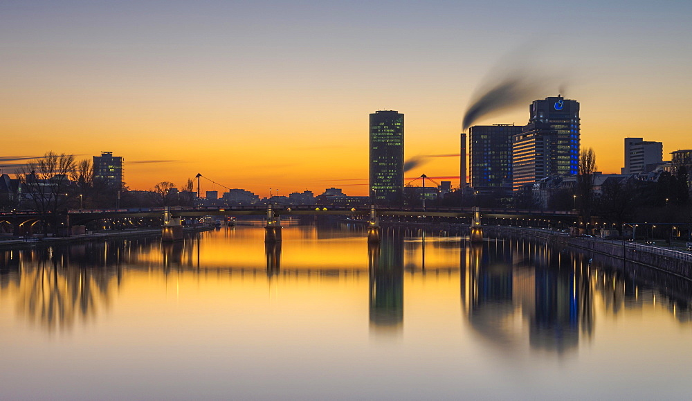Westhafen Tower, Union Investment Skyscraper, Untermainbrücke, sunset, Frankfurt, Hesse, Germany, Europe