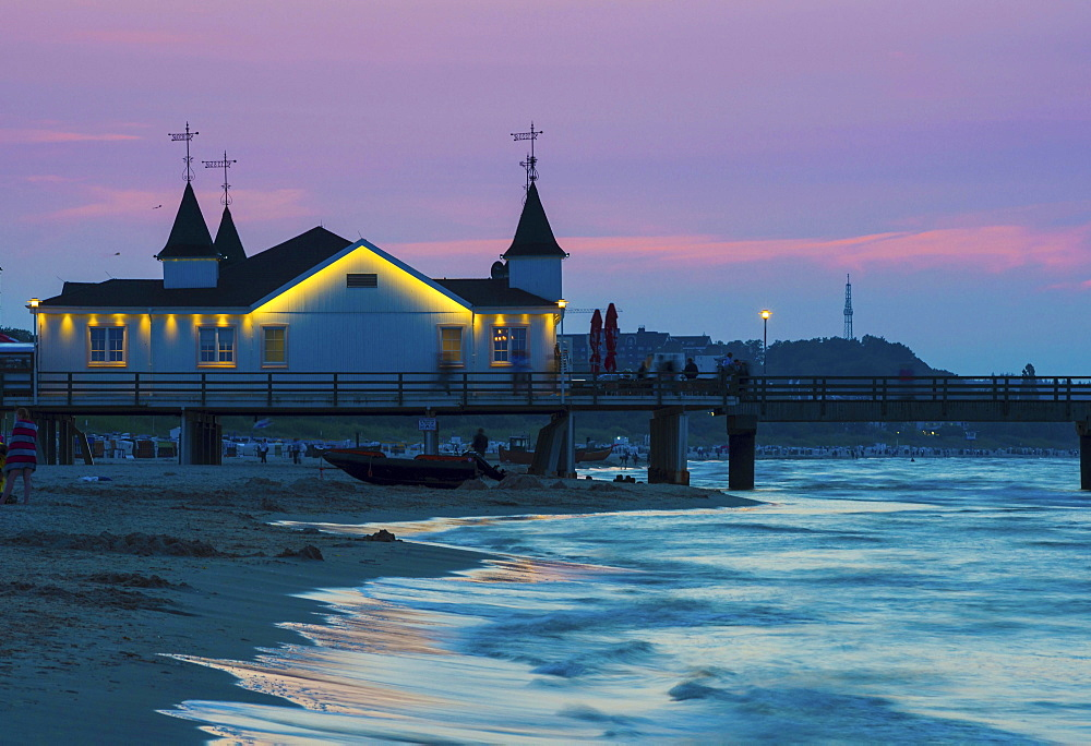 Ahlbeck pier in evening light, seaside resort Ahlbeck, Usedom Island, Mecklenburg-Western Pomerania, Germany, Europe