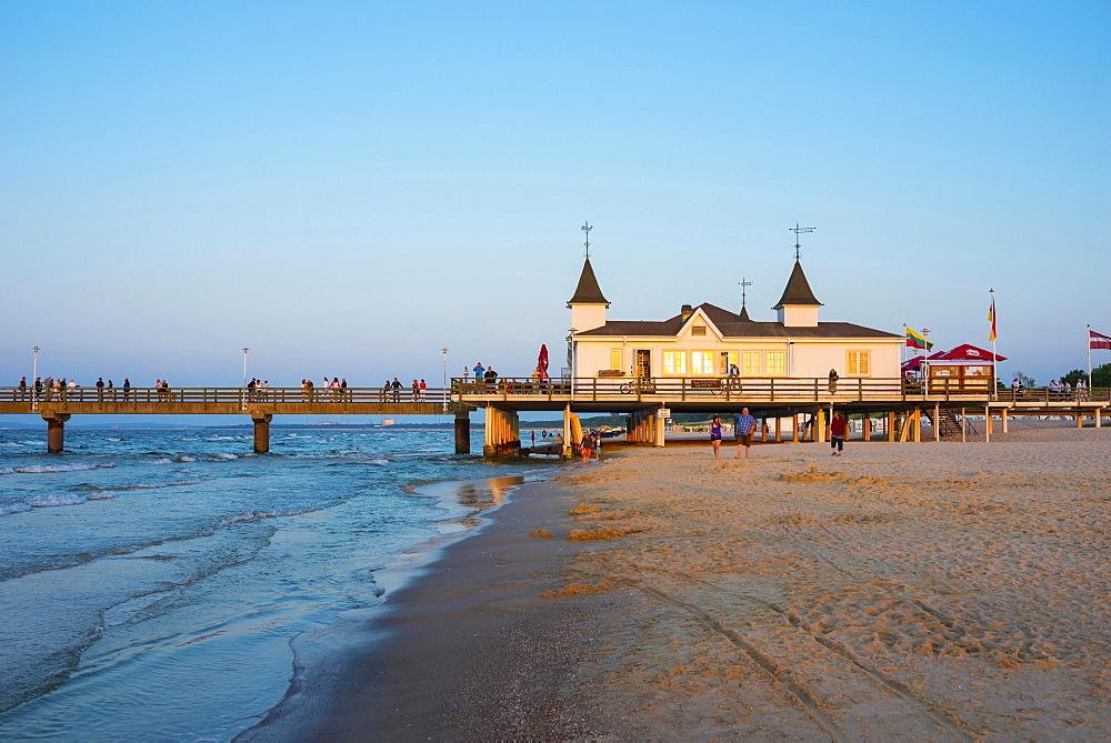 Beach with Ahlbeck pier in evening light, seaside resort Ahlbeck, Usedom Island, Mecklenburg-Western Pomerania, Germany, Europe