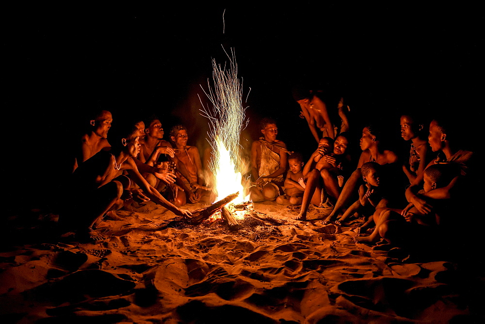 Bushmen of the Ju/' Hoansi-San sitting at the campfire, village //Xa/oba, near Tsumkwe, Otjozondjupa region, Namibia, Africa