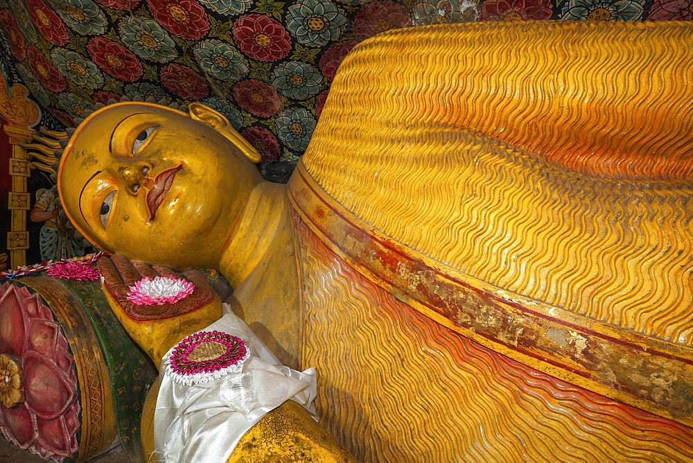 Reclining Buddha statue, Aluvihara Rock Cave Temple, Central Province, Sri Lanka, Asia