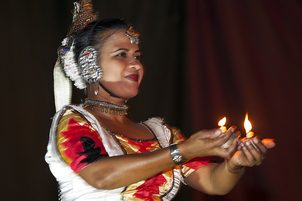Traditional dancing, dancer in traditional costume, Kandy, Central Province, Sri Lanka, Asia