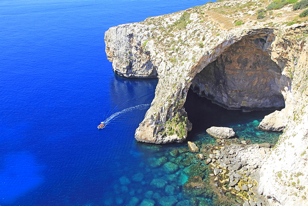 The Blue Grotto, natural sea arch and cliffs, Wied iz-Zurrieq, Malta, Europe