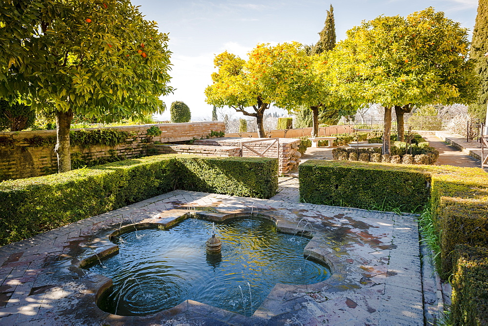Garden with fountain, Summer Palace Generalife, Palacio de Generalife, Granada, Andalusia, Spain, Europe