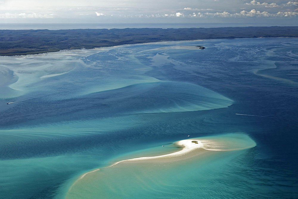 Tiny island, sandbar in the Pacific, behind Frazer Island, Queensland, Australia, Oceania