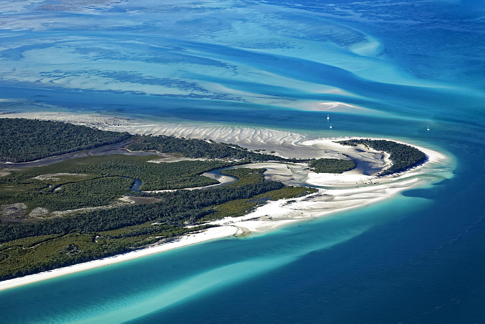 Moon Point and Sandy Point, beach in front of sandbars in the Pacific, west tip of Frazer Island, Queensland, Australia, Oceania