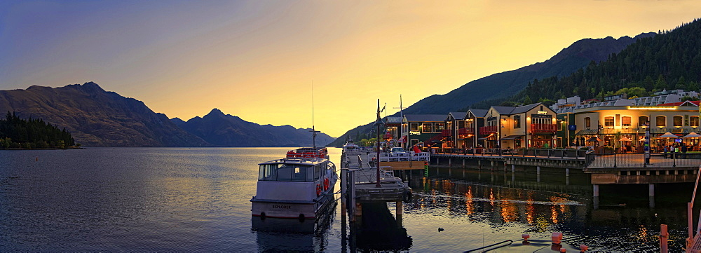 Lake Wakatipu, at sunset, Pier 19, Queenstown, Otago Region, South Island, New Zealand, Oceania