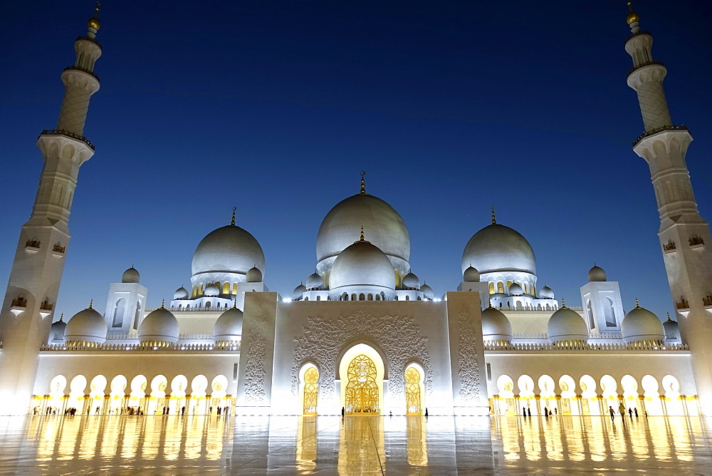 Sheikh Zayid Mosque at Night, Abu Dhabi, United Arab Emirates, Asia