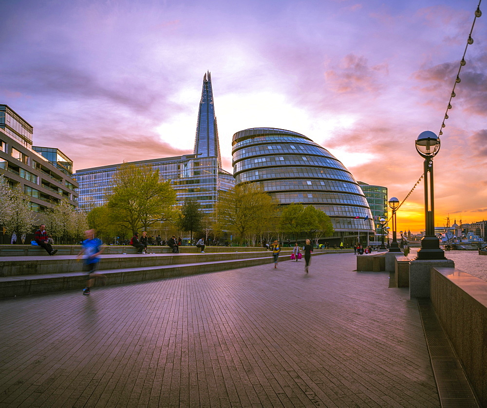 Riverside promenade on the Thames, Potters Fields Park, Skyline, London City Hall, The Shard, at sunset, Southwark, London, England, United Kingdom, Europe