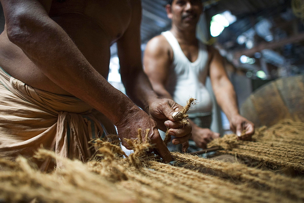 Manufacture of mats from coconut fibres or coir, coconut fibre industry, factory, Alappuzha, Kerala, India, Asia
