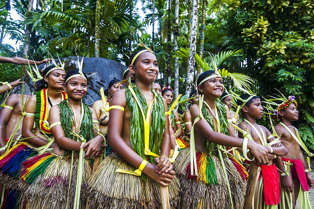 Traditionally dressed islanders, Yap Island, Caroline Islands, Micronesia, Oceania