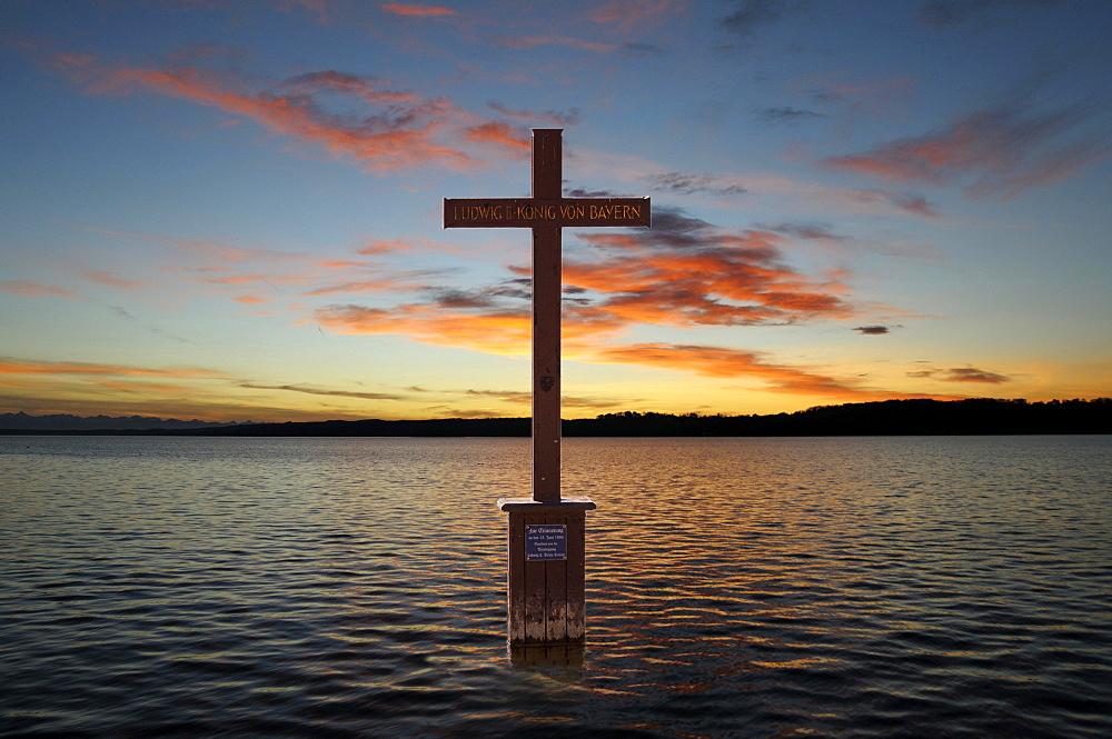 King Ludwig II memorial cross in Lake Starnberg, Berg, Upper Bavaria, Bavaria, Germany, Europe