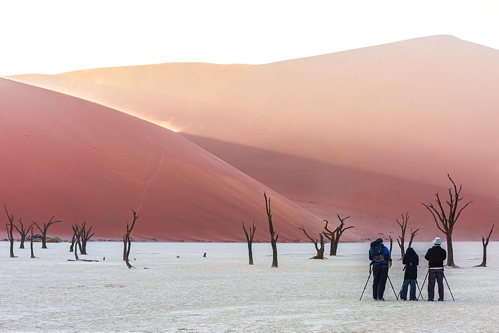 Nature photographers in Deadvlei, Sossusvlei, Namibia, Africa