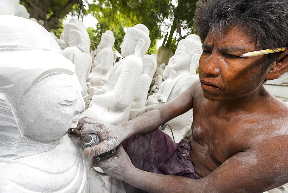 Stonemason, man at work on Buddha statue, Mandalay, Mandalay Division, Myanmar, Burma, Asia