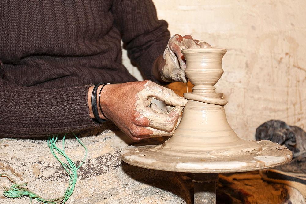 Pottery wheel, ceramics, manufacture of pottery, Guellala, Djerba, Tunisia, Africa