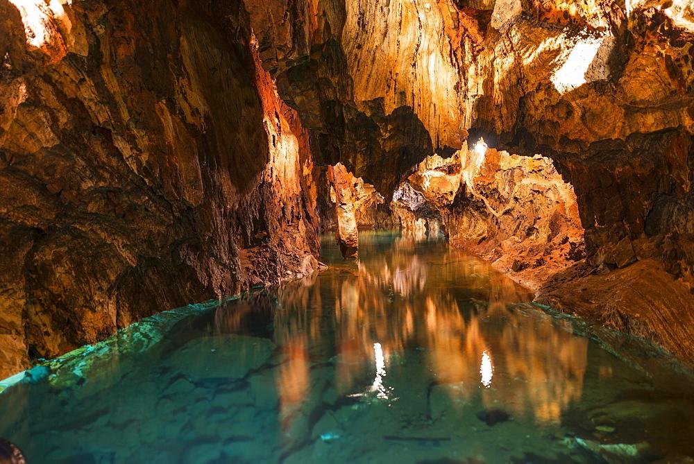Gruta de las Maravillas, lake in a cave, stalactites and stalagmites in a dripstone cave, Aracena, Huelva, Andalusia, Spain, Europe