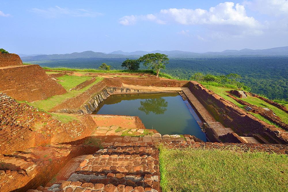 Cistern in the ruins of the fortress on the Lion Rock, Sigiriya, UNESCO World Heritage Site, Sigiriya, Central Province, Sri Lanka, Asia - 832-383032