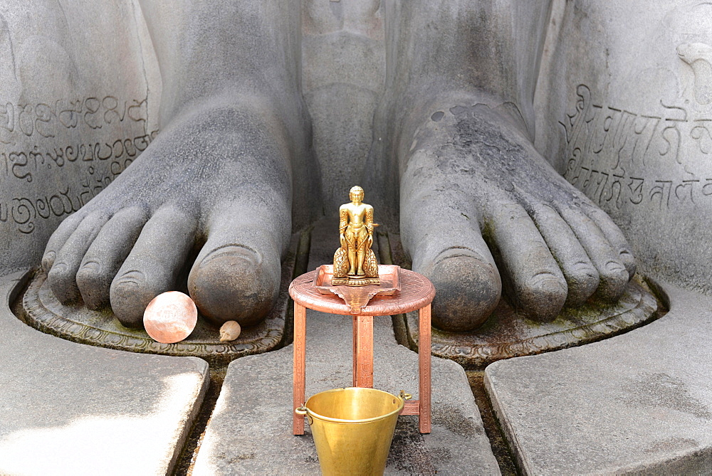Feet of the Gomateshwara statue, Jain ascetic, Jain Temple on Vindhyagiri Hill, Shravanabelagola, Karnataka, South India, India, Asia