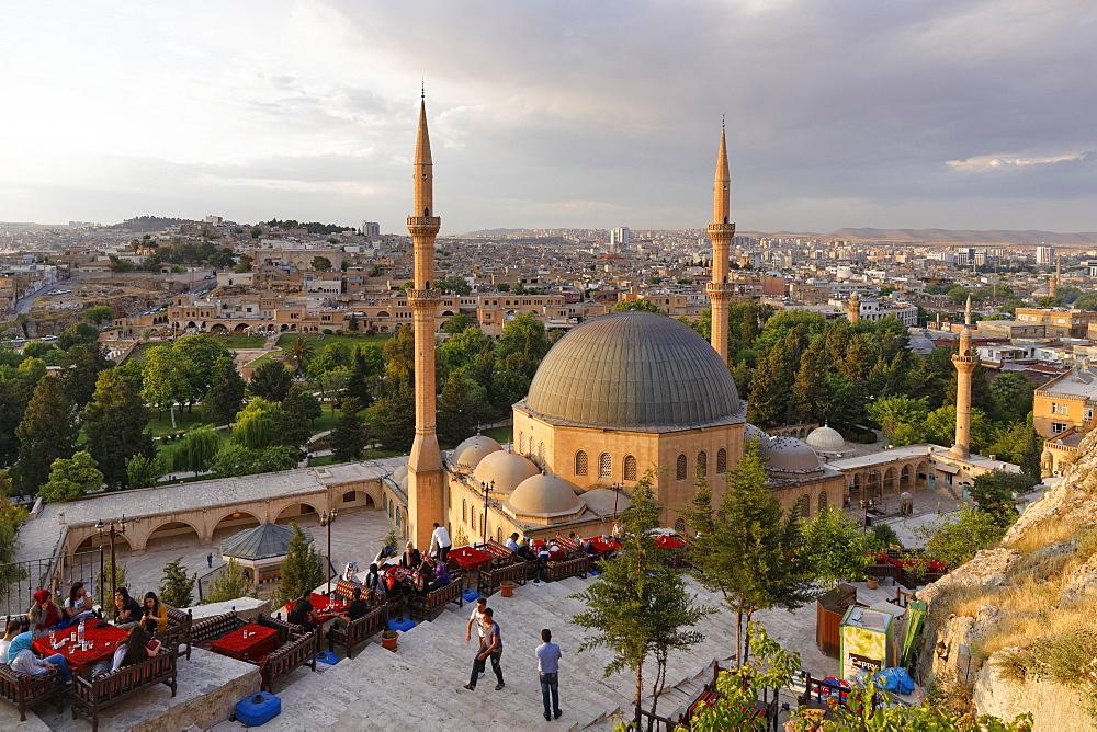 Tea garden above Dergah Mosque, Sanliurfa, Urfa, Sanliurfa, Southeastern Anatolia, Anatolia, Turkey, Asia