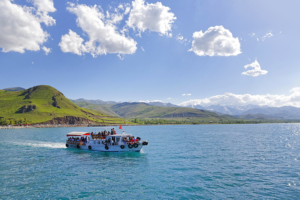 Ferry to the island of Akdamar, Lake Van, Van province, Eastern Anatolia Region, Anatolia, Turkey, Asia