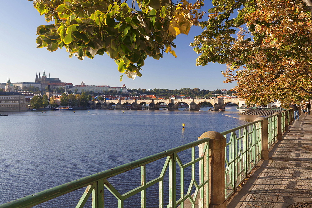 View over the Vltava River to Charles Bridge and Hradcany, Castle District, with St. Vitus Cathedral, Prague, Bohemia, Czech Republic, Europe - 832-383125