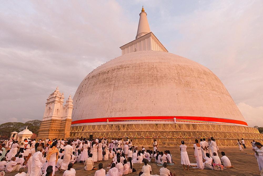 Kapruka Pooja, festival at the Ruvanvelisaya Dagoba, stupa, Anuradhapura, Sri Lanka, Asia