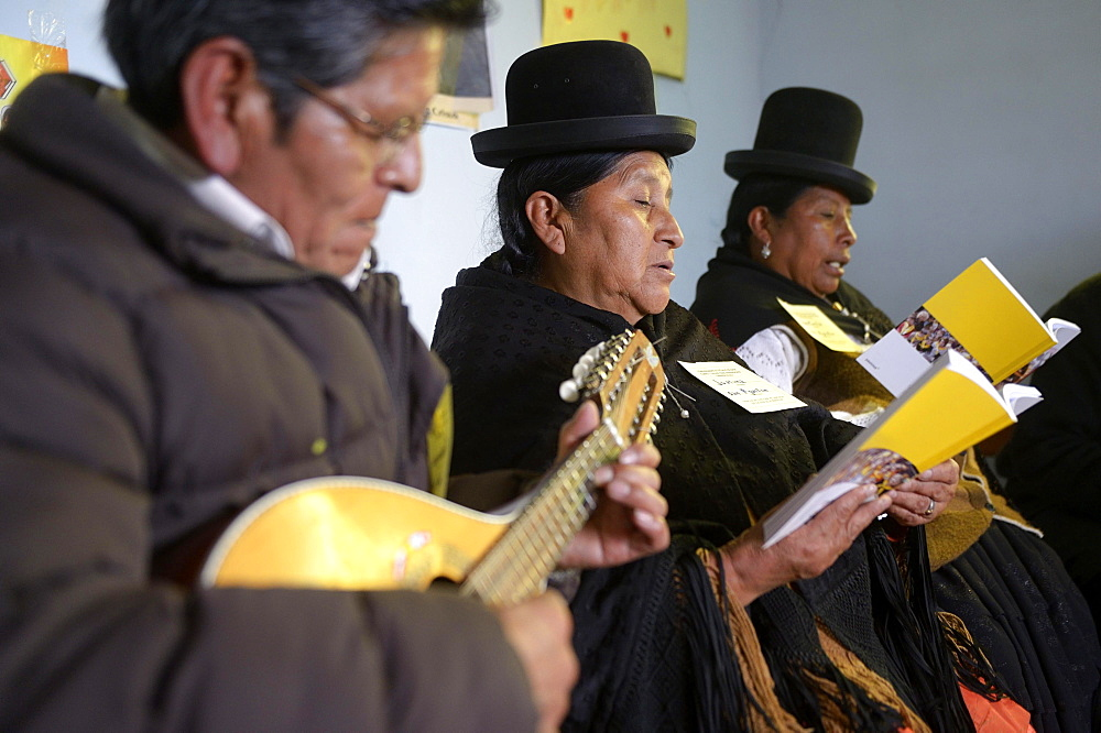 Catholic base community, Bolivians in the traditional dress of the Quechua Indians making music and singing together, El Alto, Departamento La Paz, Bolivia, South America - 832-383404