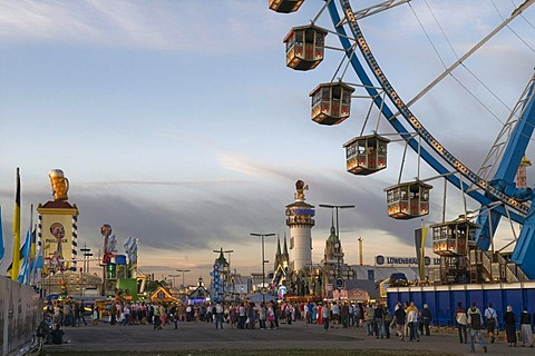 Ferris wheel, Oktoberfest, Wiesn, dawn, Wirtsbudenstrasse and Paulskirche or St. Paul's church in the back, Munich, Upper Bavaria, Germany, Europe - 832-38594