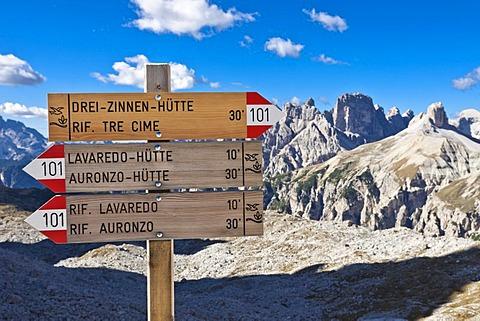 Signposts to Three Peaks Hut, Lavaredo Hut and Auronzo Hut, Tre Cime di Lavaredo, Three Peaks, Dolomites, Italy, Europe