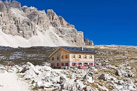Lavaredo hut, Tre Cime di Lavaredo, Drei Zinnen, Dolomites, Italy, Europe